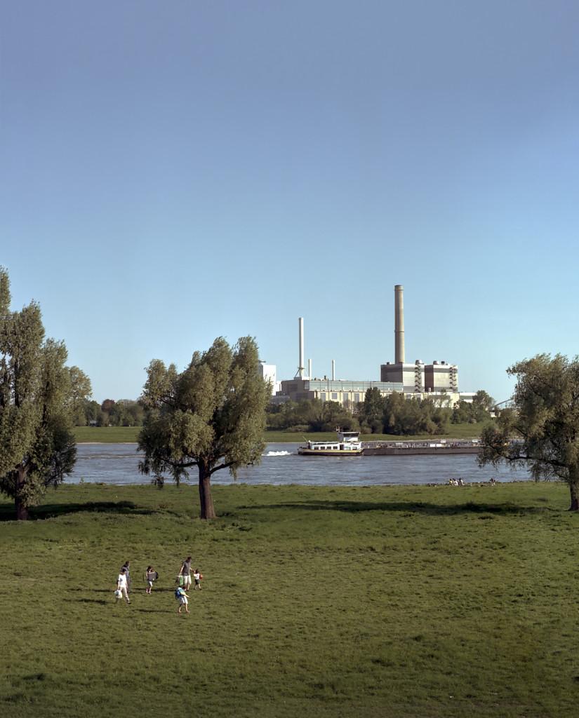 Sunday at the Rhine with Gas-und-Dampfturbinenkraftwerk