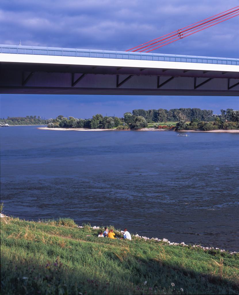 Under the Fleher Brücke